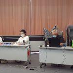 曲進行の山中、順番くじ担当の鈴木(静)、プロジェクター担当の小林、音響装置担当の富田の各氏
