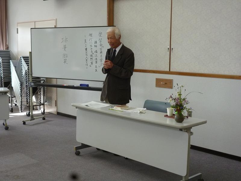 講演中の堀江先生