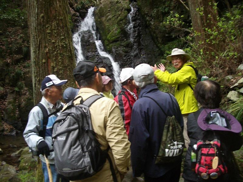 認定ジオパーク・インタープリターである関村さんの、熱のこもった説明