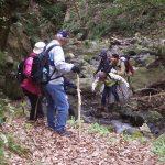 更に険しい渓流を登り、花崗岩と砂岩の断層帯も探検
