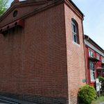 赤レンガが歴史を物語る旧町屋変電所(レンガ壁のアップ)