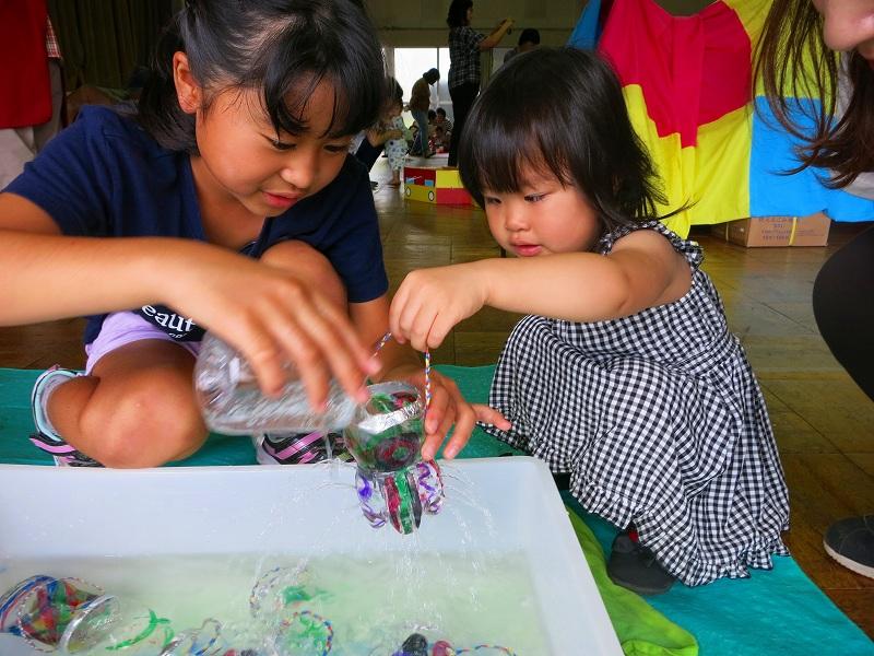 ふくしチャレンジスクール受講のお姉さんと水遊び