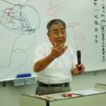 人気講座となった「歴史講座」 今回もお馴染みユーモア交じりで判り易く、ボードを使って水戸藩の藩政について 熱く語られる小松講師
