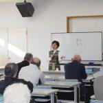 自国の文化と生活習慣の違いについて話される尹 正美さん