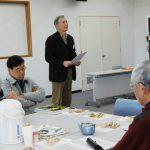 本日の井戸端会議の進め方を説明する山野代表