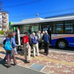 今日はさくら祭り、臨時の市役所前バス停から「きららの里」に向け出発