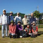 かみあい団地内公園で小休止 田尻富士をバックに記念写真