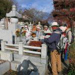 墓前にて、故吉田正氏を偲ぶ