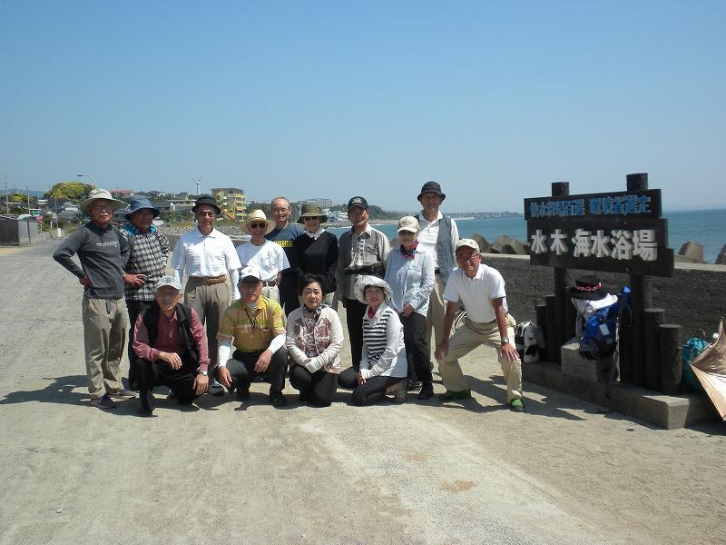 水木海水浴場で出発前の記念撮影
